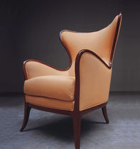 traditional wingchair 800 : 565 MEDEA