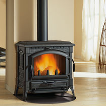 traditional wood-burning stove (cast iron) ISOTTA Nordica