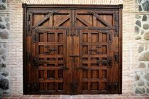 wooden entrance gate  Portón Clásico