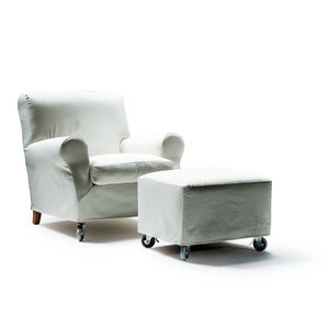 Attirant Traditional Armchair / Fabric / Leather / On Casters