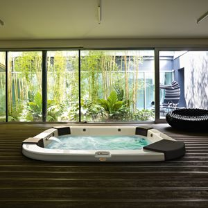 Exceptionnel Above Ground Hot Tub / Rectangular / 4 Seater / Outdoor