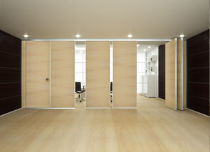 pivoting/sliding partition / wooden / professional / soundproofed