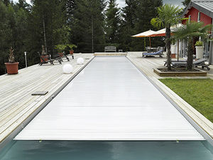 automatic swimming pool cover / security