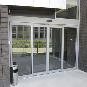 single-leaf-entrance-swinging-door