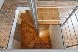 Attractive Square Spiral Staircase / Wooden Steps / Metal Frame / Without Risers