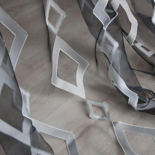 Geometric pattern sheer curtain fabric / Trevira CS® PRISMA : NEGRO   Equipo DRT