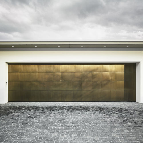 tilting garage door / brass / automatic