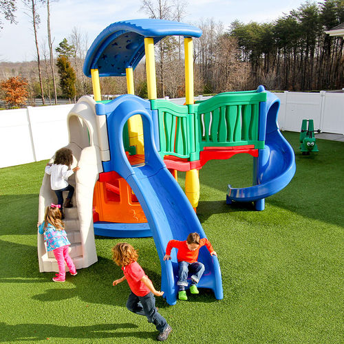 playground play structure / plastic