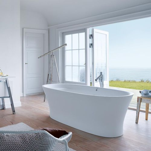 free-standing bathtub / oval / ceramic / by Philippe Starck