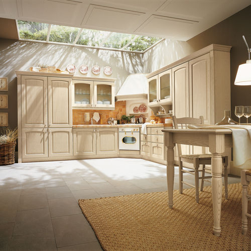 traditional kitchen / solid wood / ash / with handles