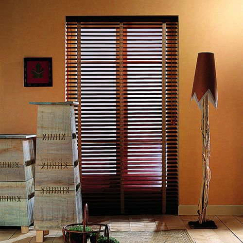 Venetian blinds / wooden / chain-operated / motorized