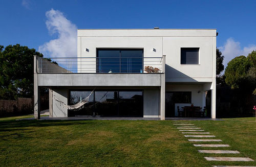 Prefab house / contemporary / concrete / energy-efficient HDS : PEL HORMIPRESA