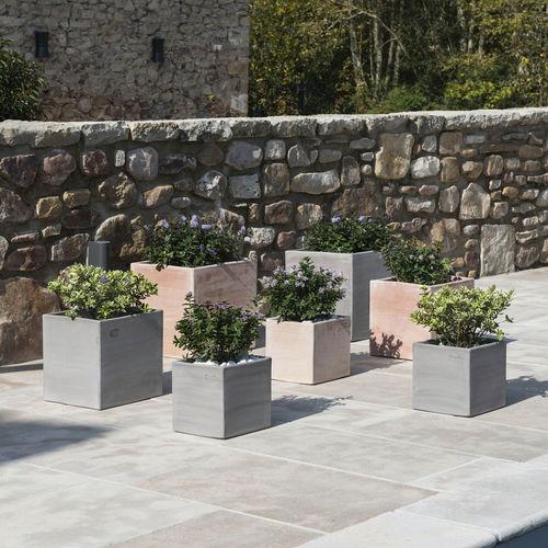 terracotta garden pot / square