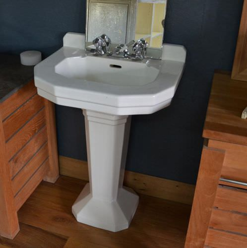 free-standing washbasin / stone / traditional / with adjustable mirror