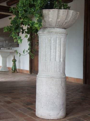 stone column / solid wood