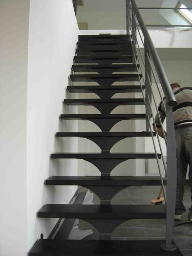 Straight staircase / metal steps / metal frame / without risers ESCALIER DESIGN 14