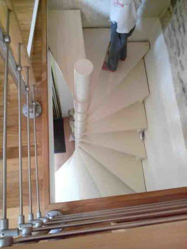 Square spiral staircase / wooden steps / wooden frame / without risers ESCALIER DESIGN 14