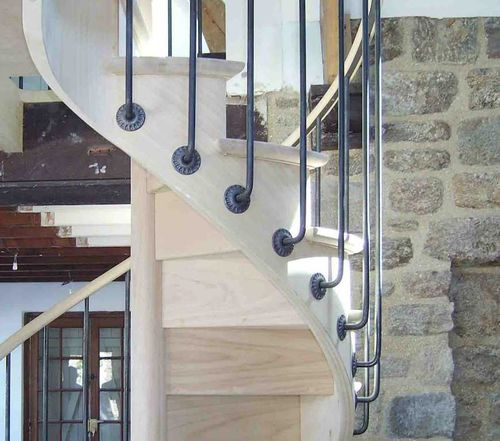 Spiral staircase / wooden steps / wooden frame / with risers BISTROT ESCALIER DESIGN 14