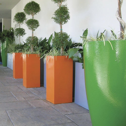 fiberglass planter / high / contemporary