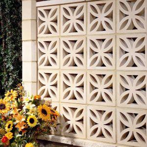 concrete screen wall / garden