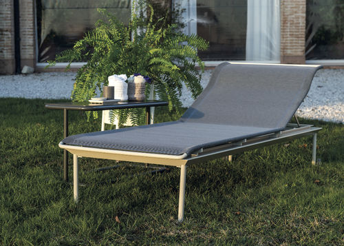 contemporary sun lounger / lacquered aluminum / on casters