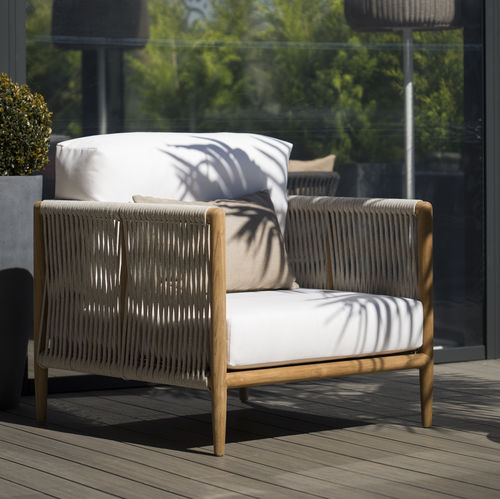 contemporary armchair / Sunbrella® / Batyline® / canvas
