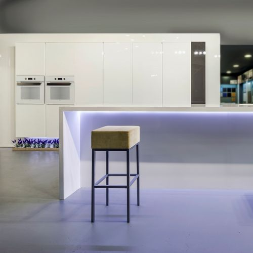 contemporary kitchen / melamine / lacquered / high-gloss