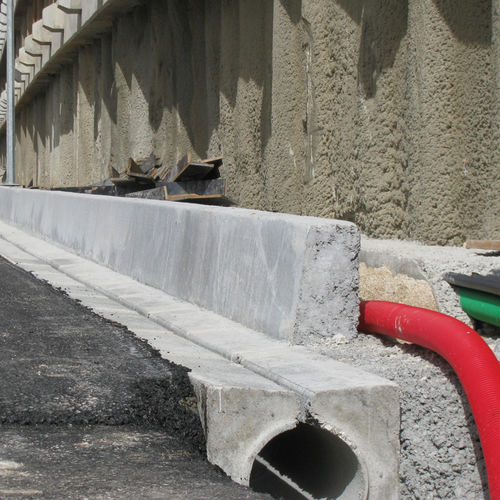 street drainage channel / for public spaces / concrete / with central slot