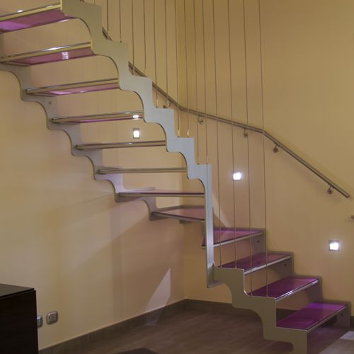 Quarter-turn staircase / glass steps / metal frame / without risers VIOLET Delineo
