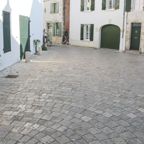 stone paving / drive-over / anti-slip / for public spaces