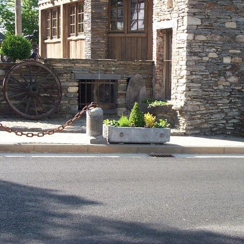 stone planter / rectangular / contemporary / for public spaces