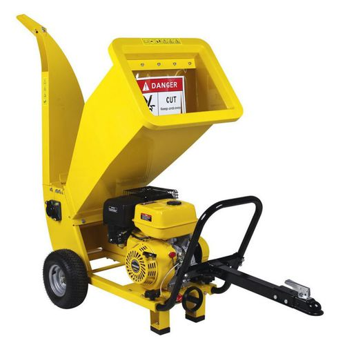 wood chipper with combustion engine / trailed