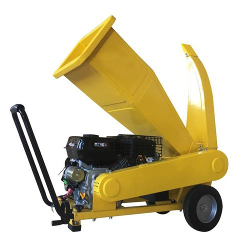 wood chipper with combustion engine