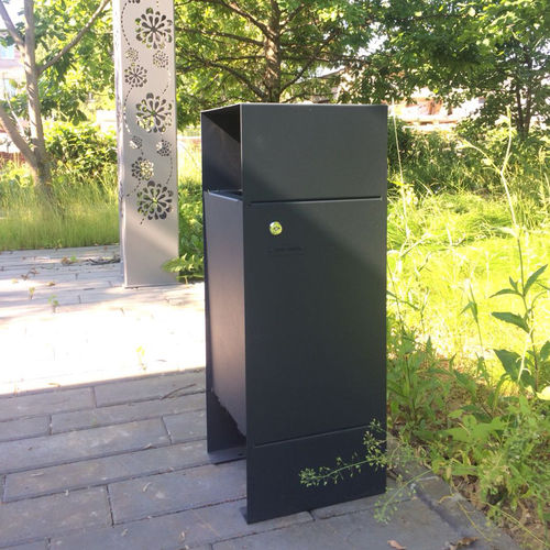 public trash can / powder-coated steel / pine / contemporary