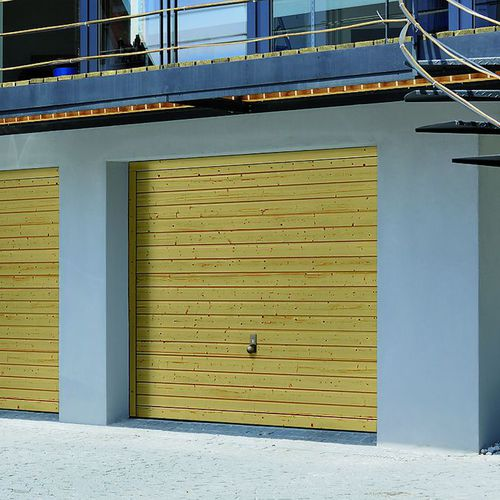 Tilting garage doors / solid wood / automatic BERRY : 933 HORMANN