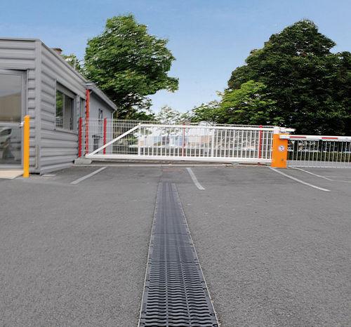 Road drainage channel / cast iron / slot KENADRAIN® D400 Nicoll
