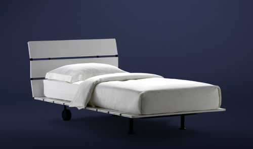 single bed / contemporary / lacquered wood / walnut