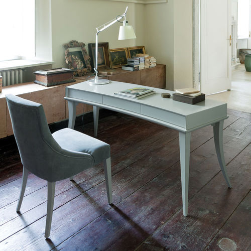 ash desk / traditional