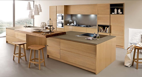 contemporary kitchen / solid wood / wooden / handleless