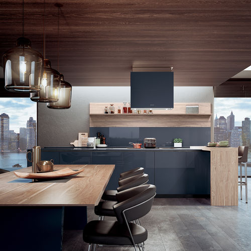 contemporary kitchen / oak / walnut / glass