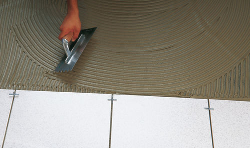 Tile cement adhesive SUPER-ONE N Butech by Porcelanosa