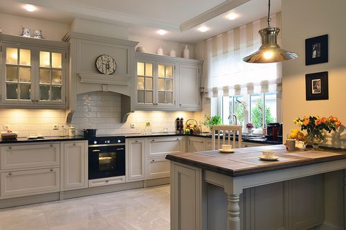 traditional kitchen / wooden / U-shaped / lacquered