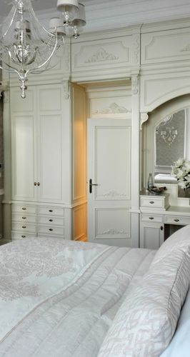 wall-mounted wardrobe / traditional / lacquered wood / with swing doors
