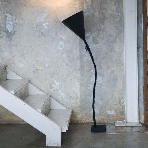 Floor-standing lamp / contemporary / cast iron / steel MATT : FLOWER LAVAGNA in-es artdesign