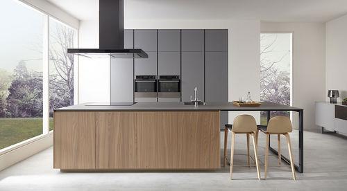 contemporary kitchen / wooden / island / handleless