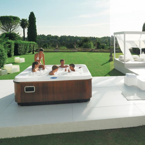 above-ground hot tub / rectangular / 6-person / 5-person