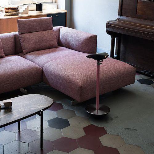 original design stool / cast iron / lacquered steel / saddle seat