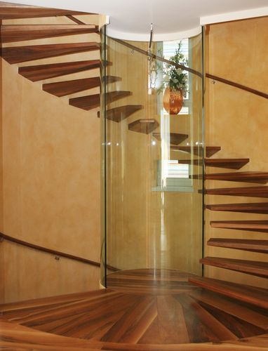 circular staircase / wooden steps / without risers / contemporary