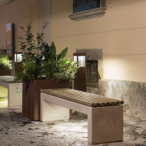public bench / contemporary / wooden / reinforced concrete