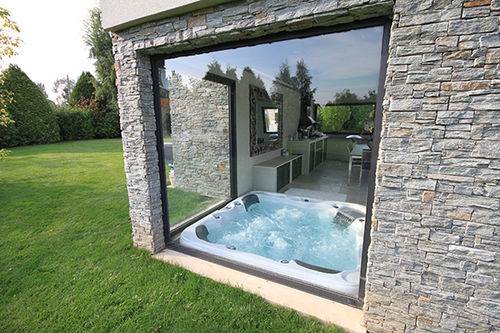 Built-in hot tub / above-ground / square / 3-seater PISCINES CARRE BLEU